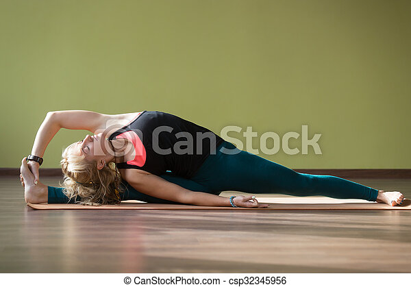 hanumanasana haltung joga parivritta schöne  höher