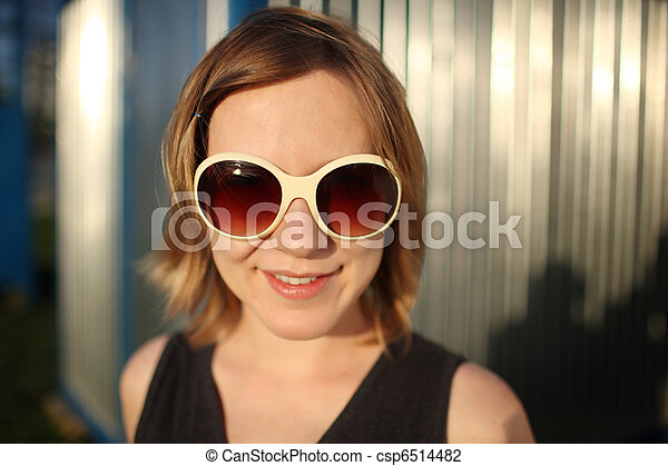 Happy girl in sunglasses - csp6514482