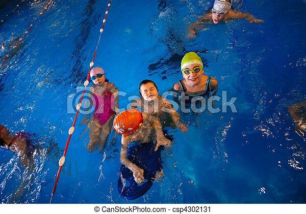 Glückliche Schwimmer - csp4302131