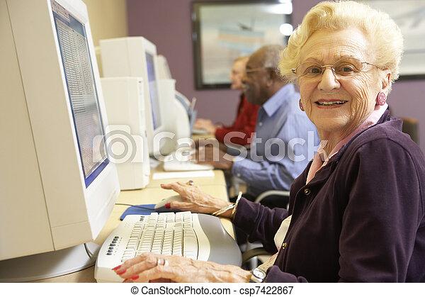 használ, senior woman, számítógép - csp7422867