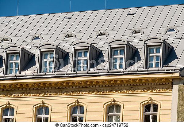 Haus, Altes , Dachgeschoss   Csp24719752