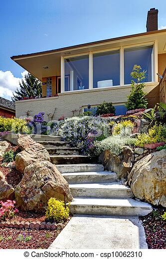haus flowers modern au en treppenaufgang geschichte treppenaufgang haus modern eins. Black Bedroom Furniture Sets. Home Design Ideas