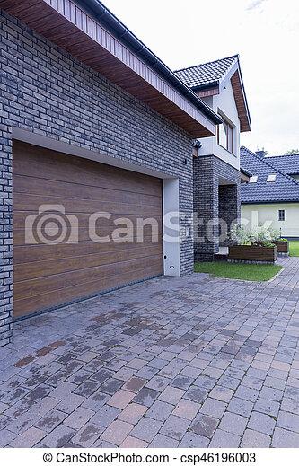 Garagentor mit tür modern  Haus, freistehend, garagentor, automatisch. Tür, haus, modern ...