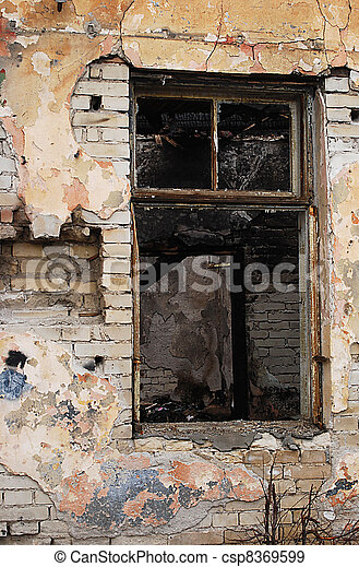 Altes Fenster haus gebrannt altes fenster beschädigt altes stockfotos