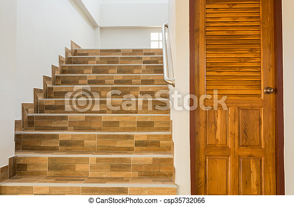 Treppenaufgang Tür haus holz tür treppenaufgang wohnhaeuser stahl tür