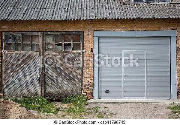 Tür Garage Haus haus zwei türen garage altes hölzernes haus zwei