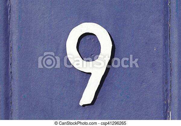 Metalltür weisses hausnummernschild auf blauer metalltür stock image search