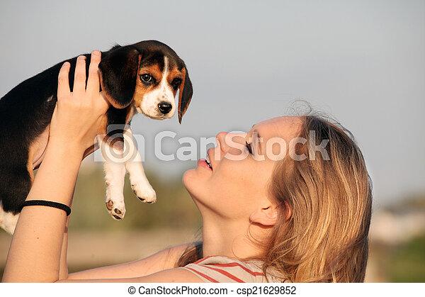 haustier, beagle, frau, hund - csp21629852