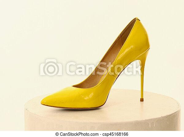 parcourir les dernières collections comment choisir marques reconnues haut talon, jaune, chaussure