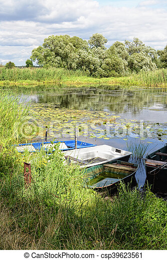 Havel river at summer time (Brandenburg, Germany). boats on shore - csp39623561