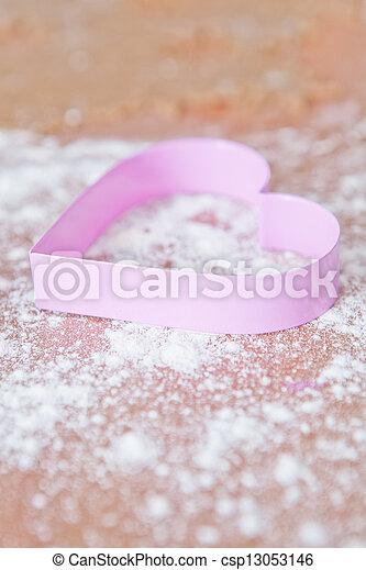 Heart shaped gingerbread cutter - csp13053146