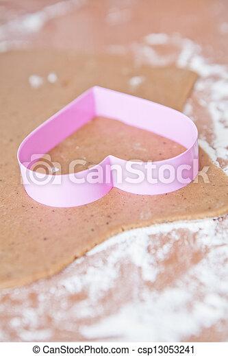 Heart shaped gingerbread cutter - csp13053241