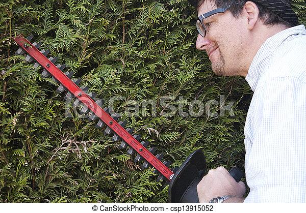 hecke mann ordentlicher trimmen seine kleingarten hecken einige gehen mann. Black Bedroom Furniture Sets. Home Design Ideas