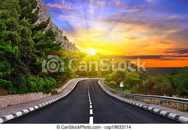hegyek, autóút - csp19633114