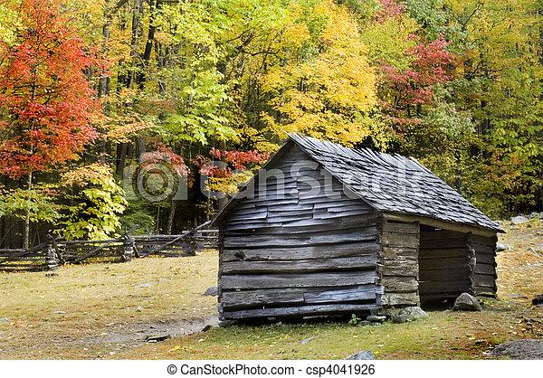 hegyek, füstös, fahasáb faház - csp4041926