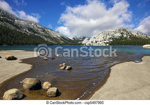 hegyek, tó, yosemite - csp5497993
