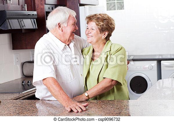hem, äldre koppla, lycklig - csp9096732
