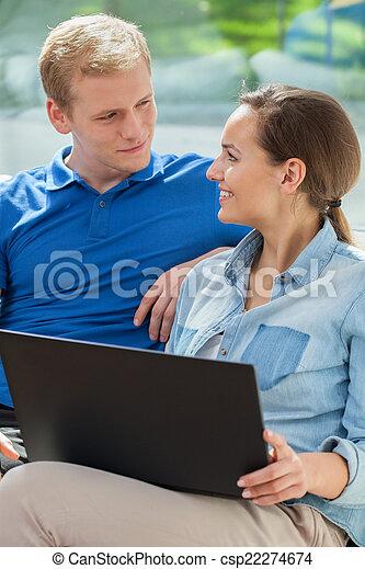 hem, användande, par, lycklig, internet - csp22274674