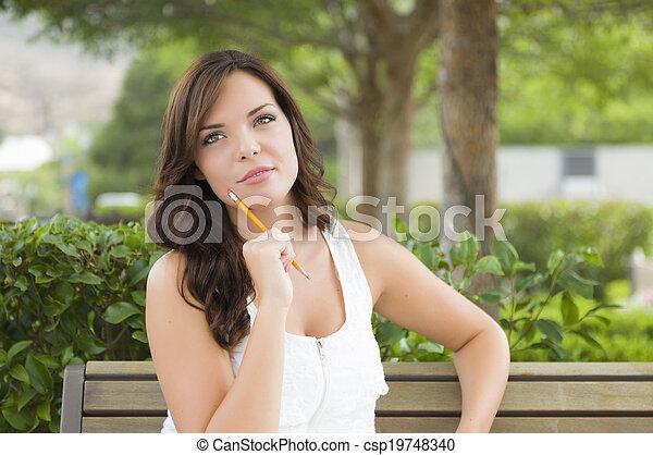 hembra, joven, banco, estudiante adulto, aire libre - csp19748340