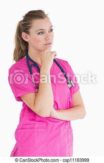 Una doctora siendo considerada - csp11163999