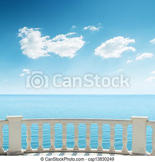 hemel, bewolkt, zee, onder, balkon, aanzicht - csp13830249