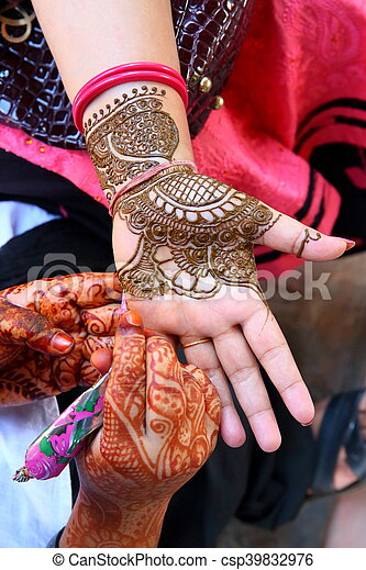 Henna Tatoo Drawing Process Of Henna Menhdi Ornament On Woman S