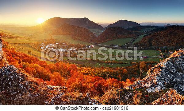herbst, berg, wald, landschaftsbild - csp21901316
