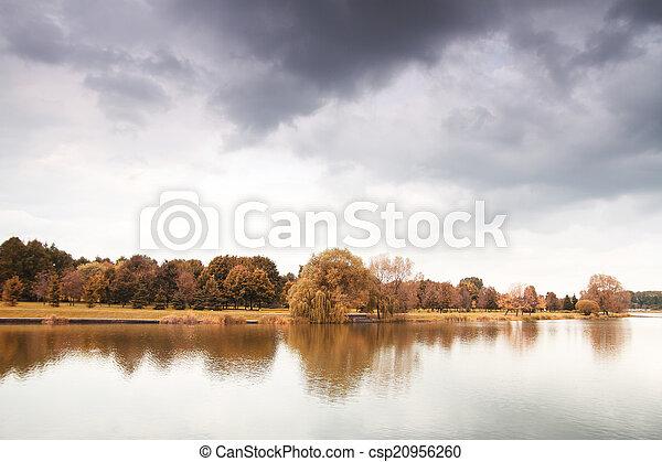 Herbstsee - csp20956260
