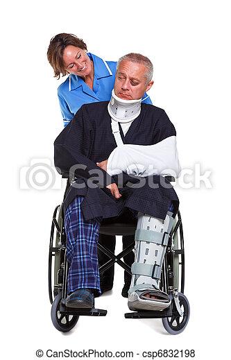Enfermera y hombre herido en silla de ruedas aislado - csp6832198