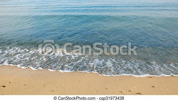 Hermosa playa de arena blanca y mar azul turquesa tropical. Vista desde arriba - csp31973438