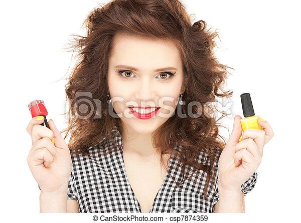 Hermosa mujer puliendo sus uñas - csp7874359