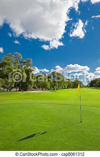 Hermoso campo de golf - csp8061312
