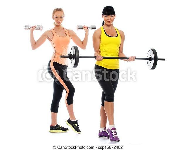 Dos hermosas chicas deportivas haciendo ejercicios de aptitud - csp15672482