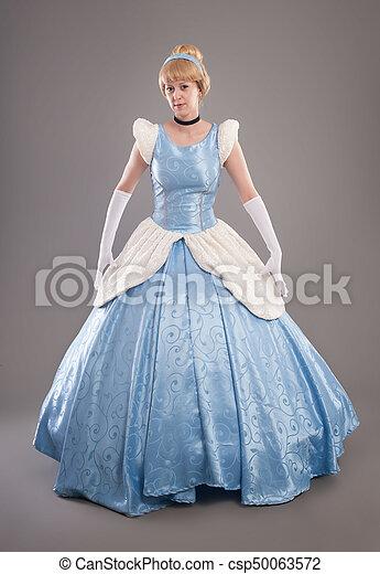Hermosa Mujer Con Cabello Dorado Y Vestido Azul Como