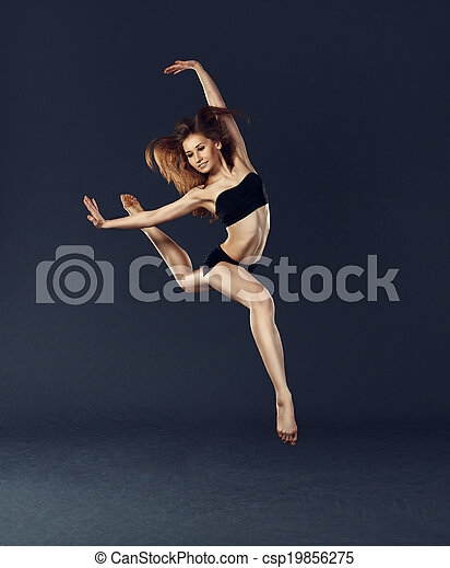 Bella bailarina bailando ballet contemporáneo - csp19856275