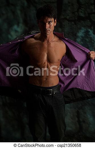 Un hombre hermoso - csp21350658