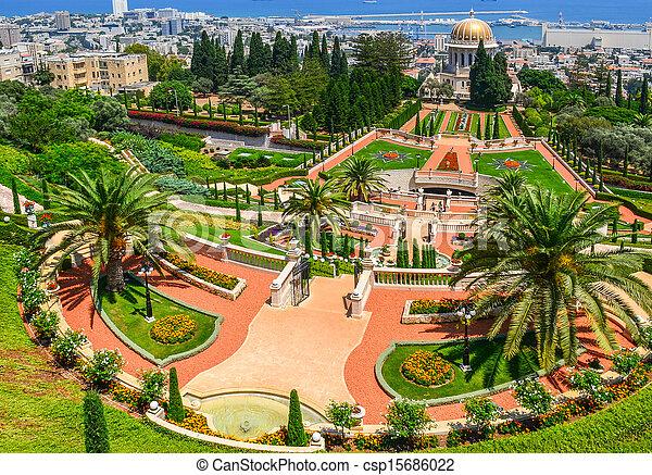 Una hermosa foto de los jardines bahai en Haifa Israel. - csp15686022