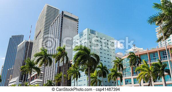 Hermoso horizonte en el centro de Miami al atardecer, Florida - csp41487394