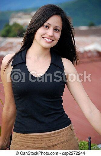 Hermosa mujer hispana - csp2272244