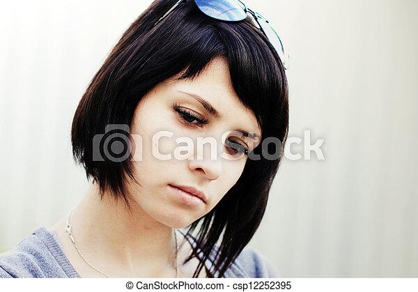 Hermosa chica - csp12252395