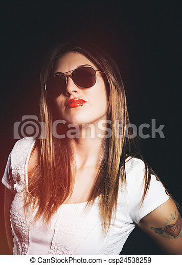Hermosa joven - csp24538259