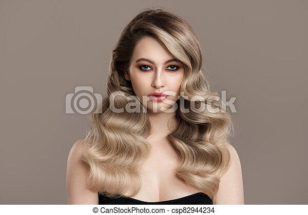 hermoso, ondulado, woman., largo, joven, rubio, hair., retrato - csp82944234