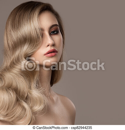 hermoso, ondulado, woman., largo, joven, rubio, hair., retrato - csp82944235