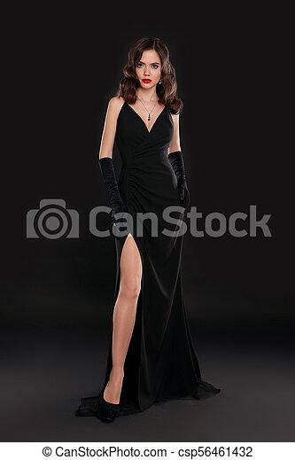 Una Dama Elegante Con Un Vestido Largo Y Sexy Con Un Peinado