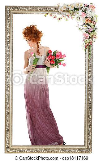 Hermosa chica pelirroja con el ramo de tulipanes, que está en un marco de oro, florecida, aislada en un fondo blanco - csp18117169