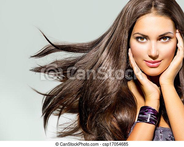 Hermosa mujer con el pelo largo - csp17054685