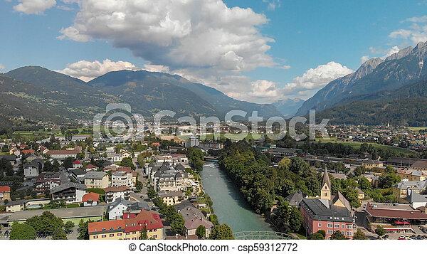 Hermosa ciudad de Dolomitas, vista aérea al atardecer - csp59312772