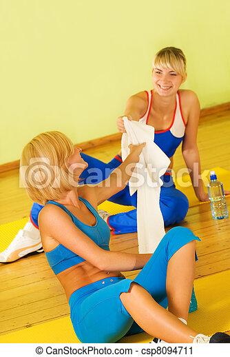 hermoso, relajante, después, ejercicio salud, mujeres - csp8094711