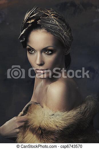 Retrato de una mujer hermosa - csp6743570