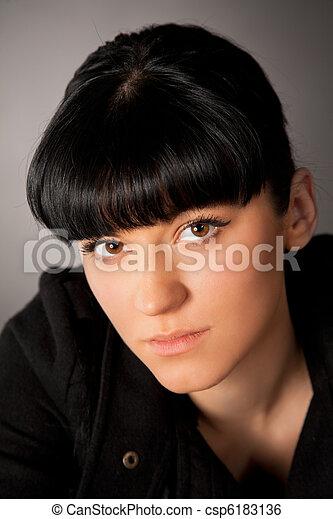 Retrato de hermosa chica - csp6183136